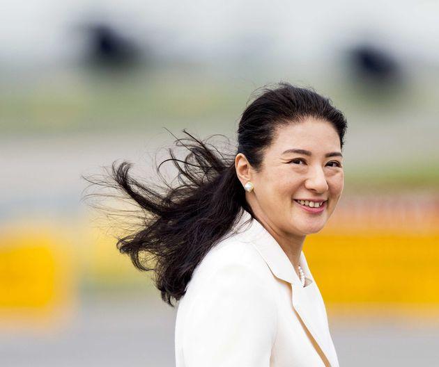 2013年にオランダを訪問し、笑顔を見せる皇后さま。 2004年に適応障害と発表され、天皇陛下は同年、「雅子のキャリアや、そのことに基づいた雅子の人格を否定するような動きがあったことも事実」とも発言。