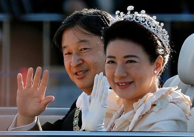 即位の礼/祝賀御列の儀(パレード)を行う天皇、皇后両陛下=2019年11月10日