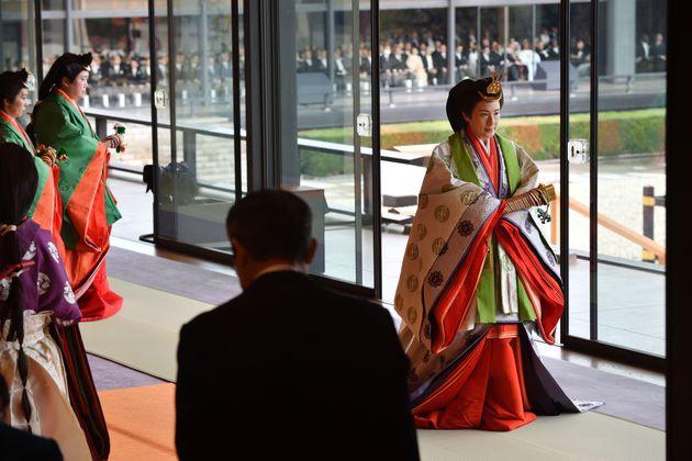 「即位礼正殿(そくいれいせいでん)の儀」に臨まれた皇后さま=2019年10月22日
