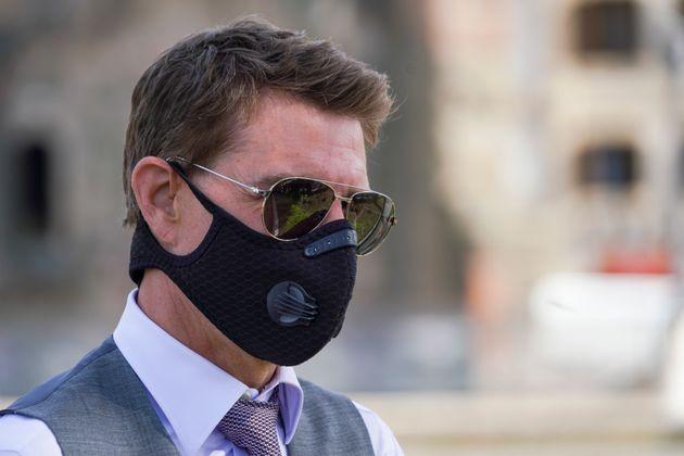 サングラスにマスク姿のトム・クルーズさん=2020年10月13日、バチカン