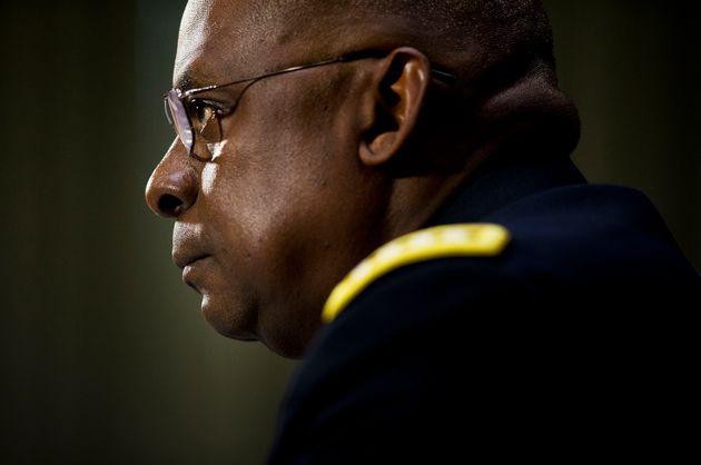 조 바이든 미국 대통령 당선인이 국방장관 후보자로 지명한 로이드 오스틴 전 중부사령관. 미국 육군사관학교를 졸업한 그는 2016년 전역할 때까지 이라크 주둔 미군사령관, 육군 참모차장,...