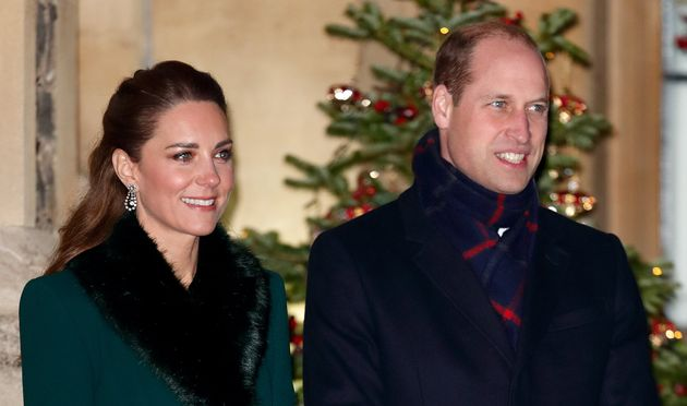 Kate Middleton y el príncipe Guillermo en una de las visitas de su viaje en Berkshire (Inglaterra,...