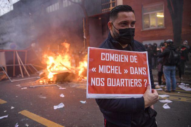 Lors du deuxième week-end de manifestations, des milliers de personnes ont protesté contre...
