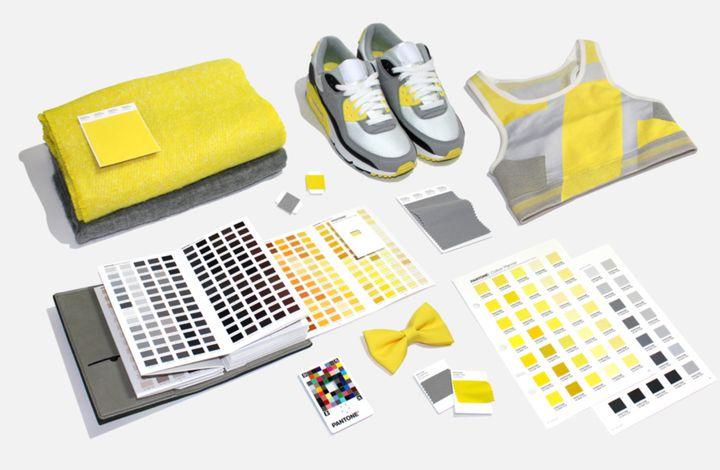 Les deux couleurs Pantone 2021:un gris neutre (17-5104 Ultimate Grey) et un jaune éclatant (13-0647 Illuminating).