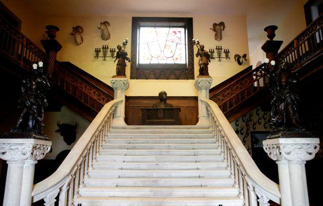 Escalinata de entrada al Pazo de Meirás, en una jornada en la que los herederos de Franco entregan las...
