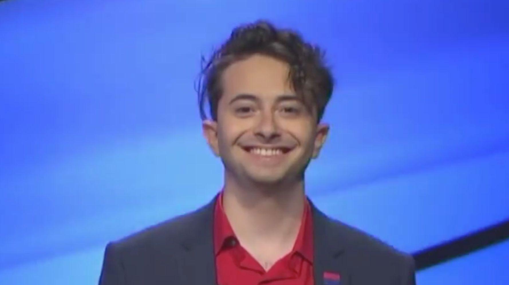 «Опасность!»  Конкурсант похвалил за проявление бисексуальной гордости на игровом шоу