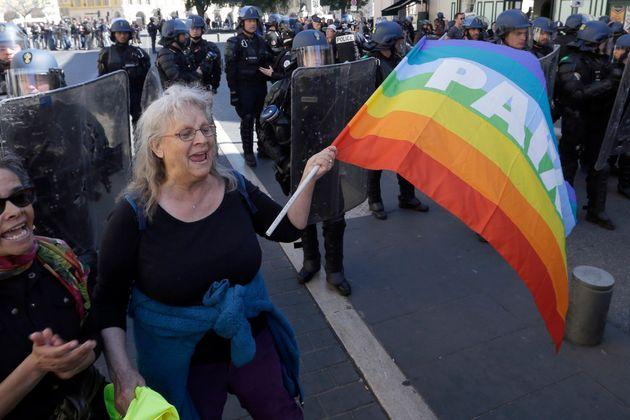 Geneviève Legay manifestant à Nice le 23 mars 2019 (AP Photo/Claude Paris,