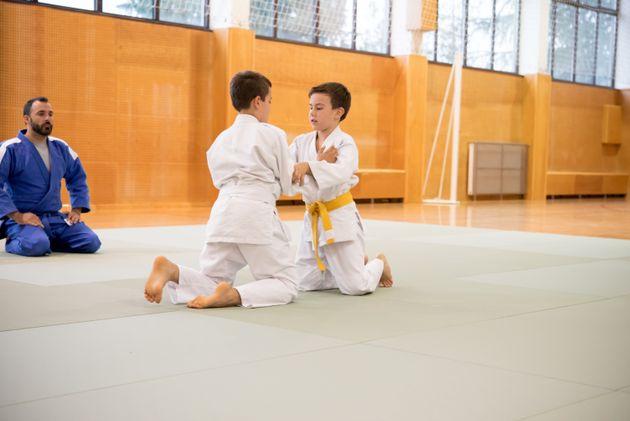 Les mineurs pourront de nouveau pratiquer le sport en intérieur, dans les gymnases et les piscines,...