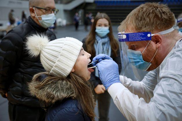 Le Royaume-Uni va lancer une vaste campagne de dépistage dans plusieurs régions particulièrement touchées...