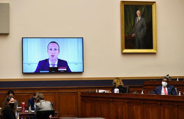 El consejero delegado de Facebook, Mark Zuckerberg, comparece ante el subcomité