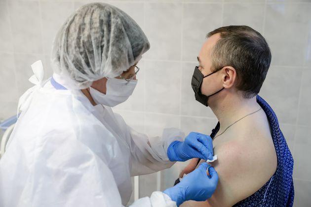 L'Agence du médicament va publier un rapport hebdomadaire sur les effets indésirables du...
