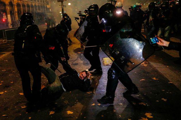 Samedi 12 décembre, de très nombreuses interpellations ont eu lieu durant la manifestation...