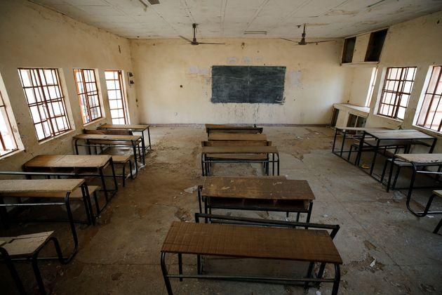 Asaltantes armados secuestran a más de 300 alumnos de una escuela en
