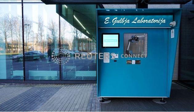 Λιθουανία: Εγκατέστησε τον πρώτο «αυτόματο πωλητή» στον κόσμο που κάνει τεστ