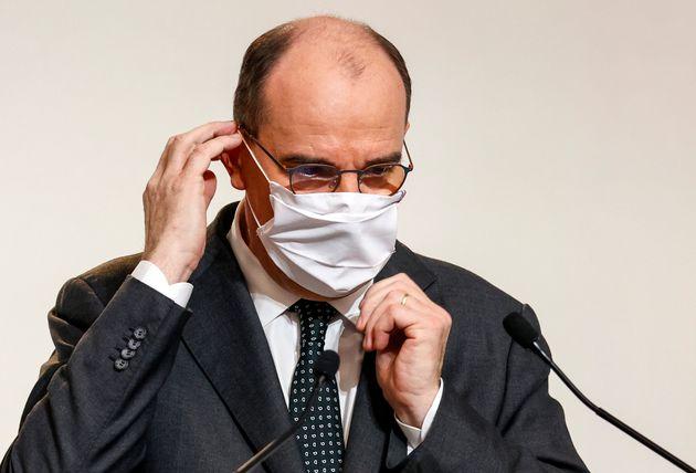 Le premier ministre Jean Castex ajustant son masque lors de sa conférence de presse jeudi 13