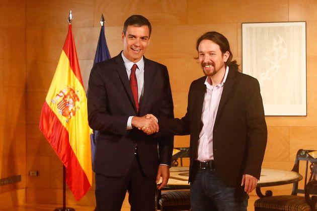 El presidente del Gobierno, Pedro Sánchez, y el líder de Unidas Podemos, Pablo Iglesias,...