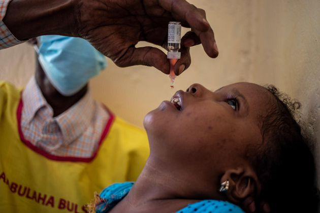 La carrera para vacunar a cada niño contra la