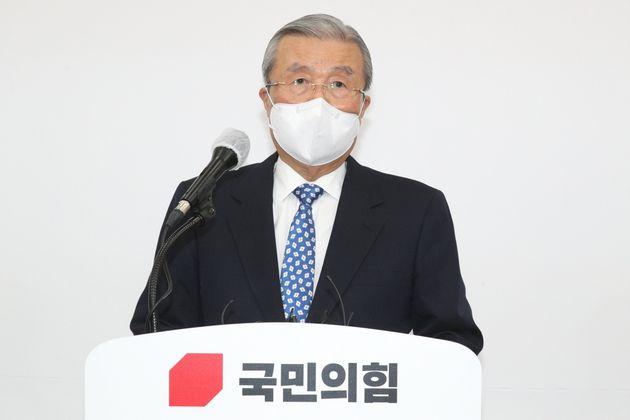 김종인 국민의힘 비대위원장이 15일 오전 서울 여의도 국회에서 대국민사과를 하고 있다.