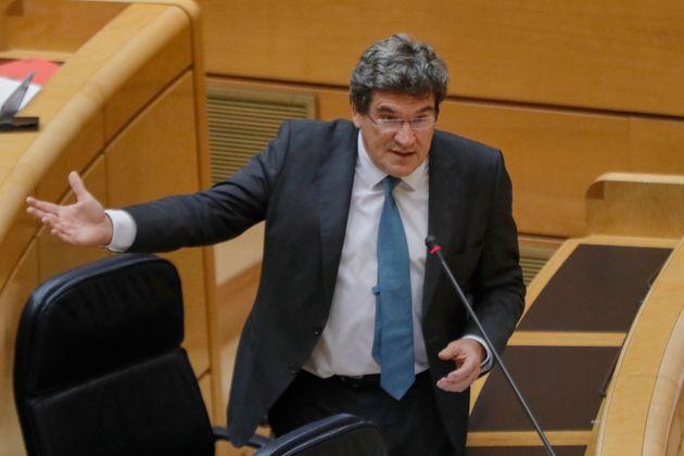 El ministro de Inclusión, Seguridad Social y Migraciones, José Luis Escrivá, interviene...
