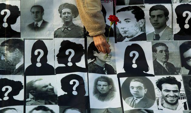 Imagen de archivo de un homenaje a víctimas represaliadas y desaparecidas durante la Guerra Civil...