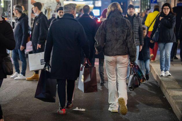 22/12/19 Milano, Shopping di lusso natalizio nelle vie del quadrilatero della moda a