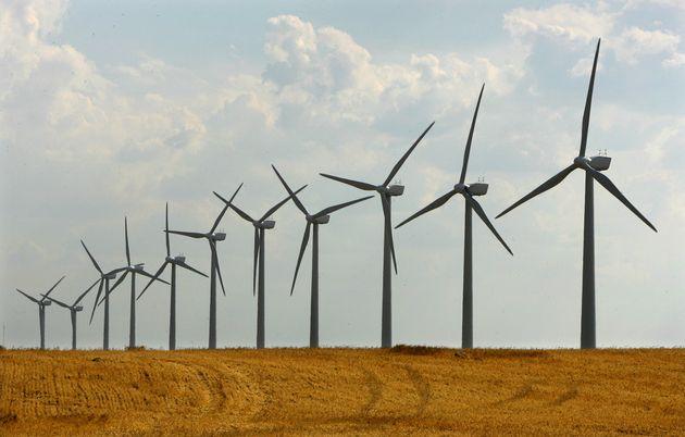 Molinos de viento en Los Monegros,