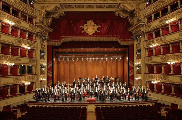 Το Christmas Theater online με παραστάσεις από Μιλάνο, Μόσχα, Αγία