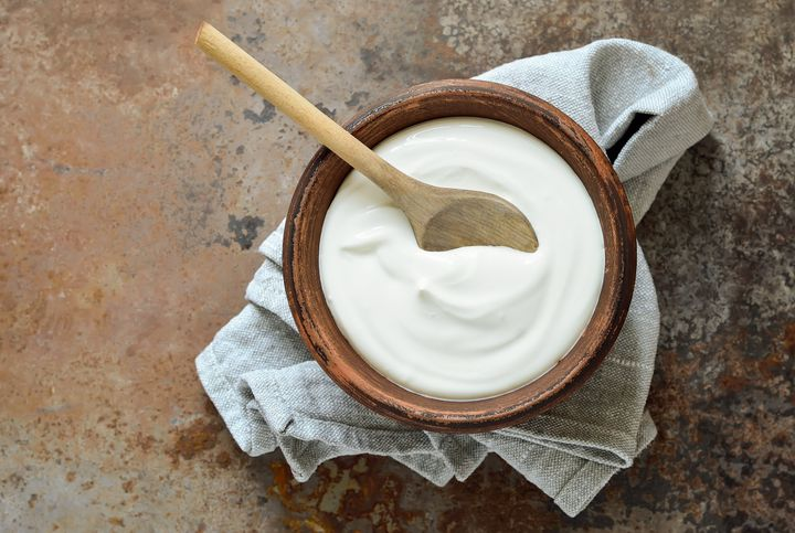 Plain yogurt contains tryptophan, which increases the production of melatonin and can help you get a good night's sleep.