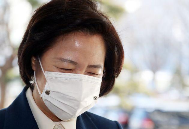추미애 법무부 장관이 15일 서울 종로구 세종대로 정부서울청사에서 열린 국무회의에 참석하고