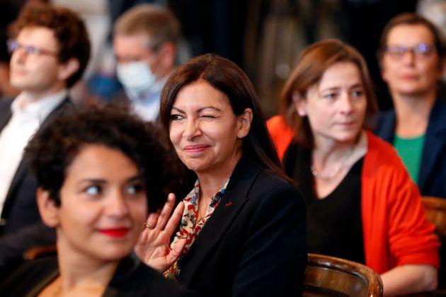La alcaldesa de París, Anne Hidalgo, en un Pleno del Ayuntamiento el 3 de julio de 2020 (AP Photo/...