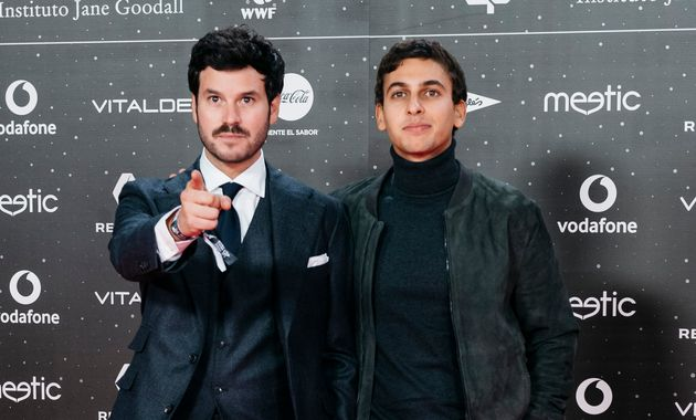Willy Bárcenas y Antón Carreño, miembros de la banda Taburete en los premios 'Los...