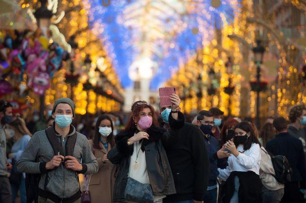 Viandantes en la calle Larios de Málaga el 12 de diciembre de 2020 (Jesus Merida/SOPA Images/LightRocket...