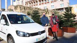 Taxistas de Córdoba pasean a los mayores para que vean el alumbrado de