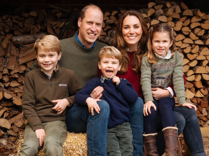 The family's official 2020 Christmas card photo, taken in the fall of 2020 at Anmer Hall in Norfolk, England.