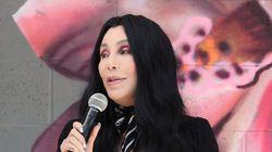 Cher raconte comment deux fans l'ont sauvée d'un homme qui menaçait de la