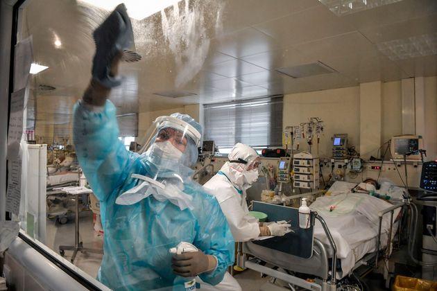 Αρχίζει η διαδικασία καταγραφής των υγειονομικών που θα εμβολιστούν πρώτοι για την