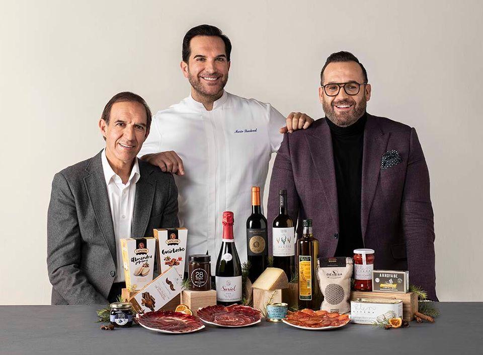 De izquierda a derecha: Rafael, Mario y Diego Sandoval, sumiller, chef y jefe de sala del restaurante...