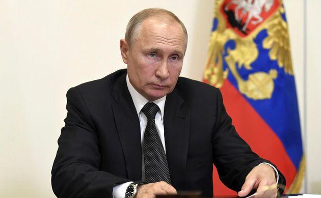 20/05/2020 Novo-Ogaryovo, il presidente russo Vladimir Putin presiede un incontro in videoconferenza...