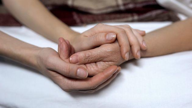 L'eutanasia in Spagna è quasi legge. Ok della Camera, scontato il sì del