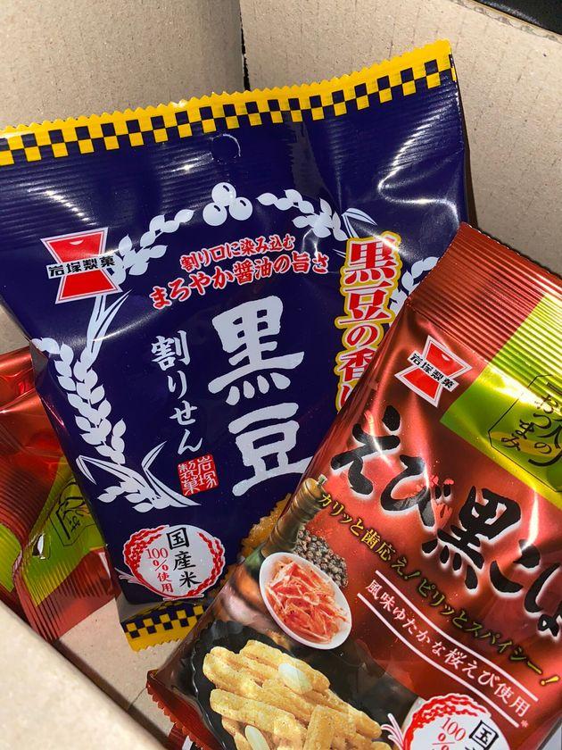支援で届いた岩塚製菓の商品