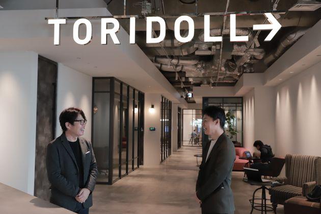トリドールホールディングス社長の粟田貴也さんと実業家・山中哲男さん