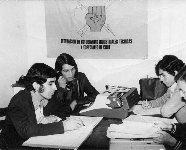 Juan Hernández Zazpe, a la izquierda en la foto, durante una reunión de la Federación...