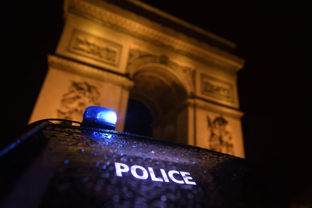 Une manifestation de policiers devant l'Arc de Triomphe, Place de l'Étoile à Paris le 14...