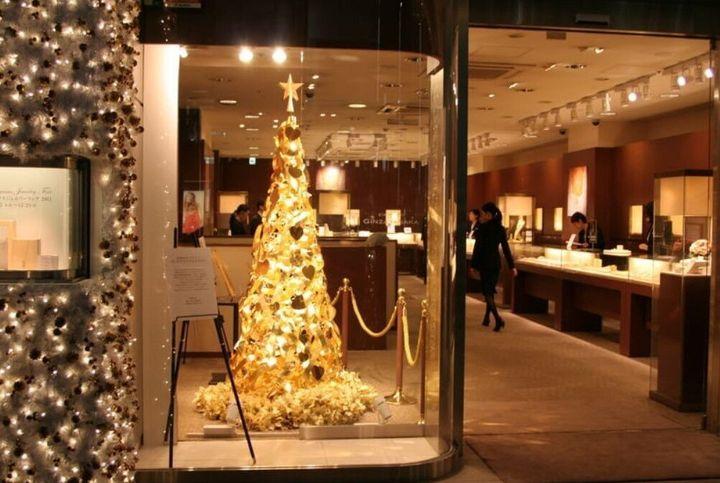Χριστουγεννιάτικο δέντρο από ατόφιο χρυσό