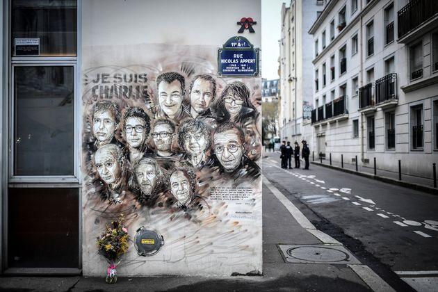 Dans la rue Nicolas Appert à Paris, lieu des anciens locaux de Charlie Hebdo, en janvier