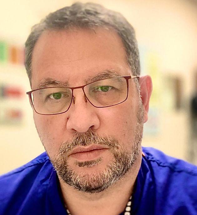 Αστείες οι όποιες παρενέργειες του εμβολίου σε σχέση με τη διασωλήνωση-Έλληνας αναισθησιολόγος στην