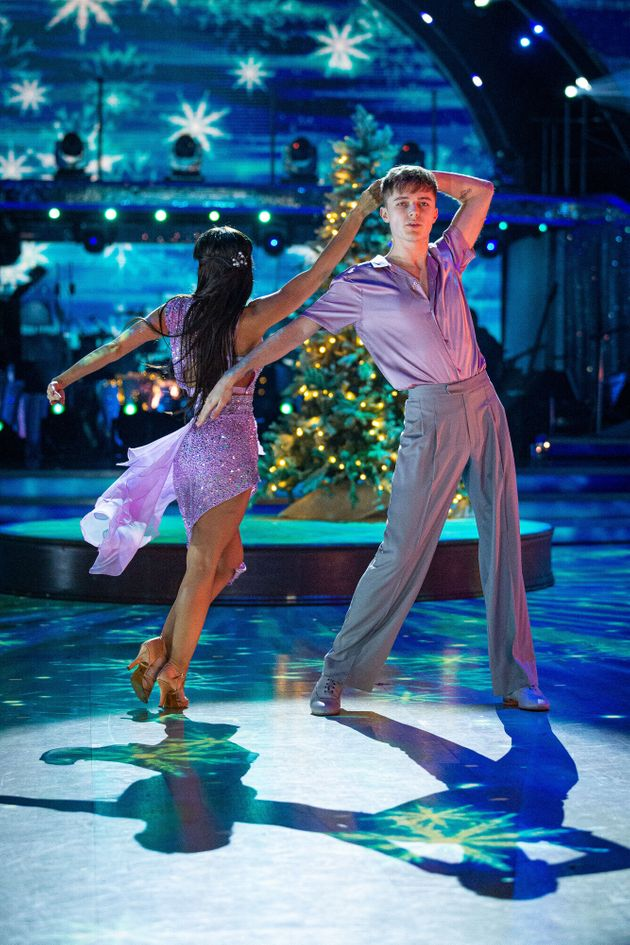 HRVY and Janette performing during last week's live