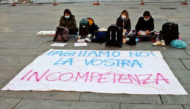 Torino, 18.12.2020, sit-in scuola davanti al palazzo della Regione Piemonre in piazza