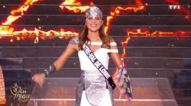 À Miss France 2021, Miss Centre-Val de Loire fait mouche dans son costume
