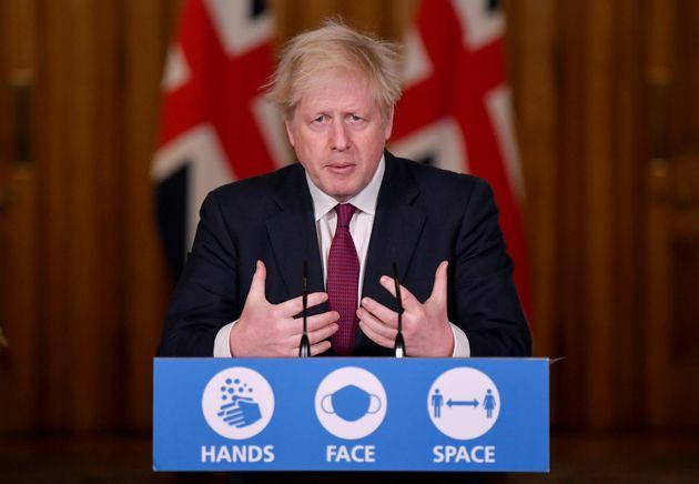 記者会見するイギリスのボリス・ジョンソン首相(2020年12月19日)